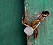 Serratura di cuscinetto e di Rusty Chain Fotografia Stock Libera da Diritti