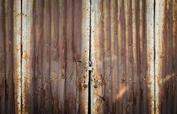 Serratura di porta arrugginita dello zinco con la chiave Immagini Stock Libere da Diritti