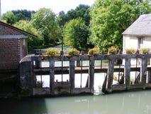 Serratura e diga in disuso della diga del fiume Fotografia Stock