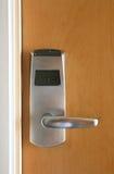 Serratura elettronica della scheda chiave sul portello di legno Immagini Stock