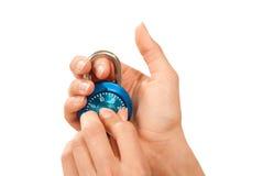 Serratura matrice locked blu del lucchetto della manopola di combinazione Fotografie Stock Libere da Diritti