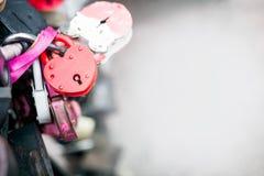 Serrature rosse del cuore Fotografia Stock Libera da Diritti