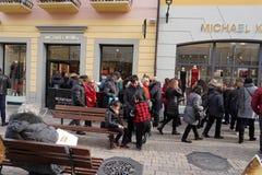 SERRAVALLE SCRIVIA, ITALIEN - 15. Januar 2018 - Winterschlussverkauf im outled Designer beginnt Lizenzfreie Stockfotografie