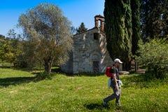 SERRE di RAPOLANO, TOSKANA, Italien - Kirche des Heiligen Andreino zu Stockfotografie
