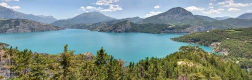 Serre-Poncon sjö - Alpes - Frankrike arkivfoto