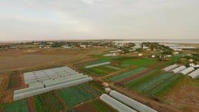 Serres op Landbouwgebieden stock footage