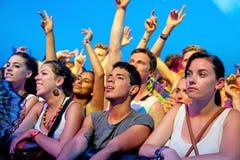 Serrez-vous (fans) au festival 2013 de BOBARD (Festival Internacional de Benicassim) Photo libre de droits
