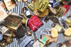 Serrure d'amour, Paris, France Photo libre de droits