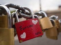 Serrure d'amour sur le pont à Rome Italie Photo stock