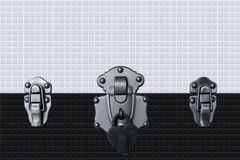 serrure de coeur sur le mur brillant noir et blanc de tuile Texture sans joint Photo stock