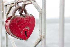 Serrure de fer sous forme de coeur comme symbole de l'amour éternel Images stock