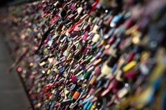 Serrure de l'amour de forever au pont de Cologne Photos libres de droits