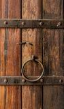 Serrure de porte en bois images libres de droits