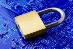 Serrure de sécurité sur la carte d'ordinateur Photo libre de droits