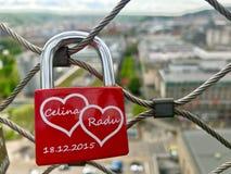 Serrure des amants hauts au-dessus de la ville Photos libres de droits