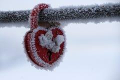 Serrure en forme de coeur congelée comme symbole d'amour Photos libres de droits