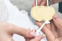 Serrure et clé de mariage Photo stock