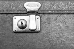 Serrure fermée d'une vieille couleur de gris de valise Photographie stock
