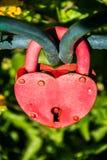 Serrure rouge sous forme de coeur Image stock