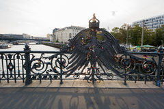 Serrures d'aigle et d'amour de pont de Weidendammer Photos libres de droits