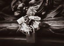Serrures d'amour à Paris, France Images stock