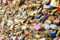 Serrures d'amour à Paris, France Image stock