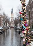 Serrures d'amour au pont d'Amsterdam Photo stock
