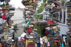 Serrures d'amour au pont Prague Photo libre de droits
