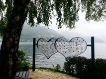 Serrures d'amour dans Gmunden, Autriche Photos stock