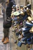 Serrures d'amour dans la vieille ville l'Europe de Prague Photo libre de droits