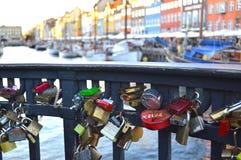 Serrures d'amour sur le pont Photo libre de droits