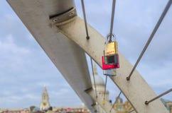 Serrures d'amour sur le pont de millénaire, Londres Photo libre de droits