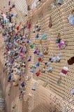 Serrures d'amour sur le pont Pittsburg de parc de Schenley Photos libres de droits