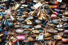 Serrures de fond d'amour Photographie stock libre de droits