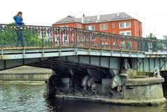 Serrures de l'amour sur le pont de Medovy Kaliningrad Russie Photo libre de droits