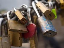 Serrures de l'amour sur le pont en Italie Photos libres de droits