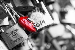 Serrures de Pont des Arts à Paris, France - pont d'amour Image libre de droits