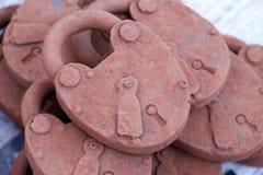 Serrures douces faites à partir du chocolat, chocolat sucré sur le marché en plein air Photos libres de droits
