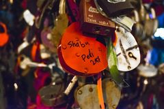 Serrures sous la forme du coeur - symbole de l'amour Photos libres de droits