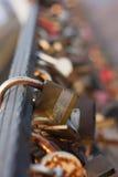 Serrures sur le pont Photographie stock libre de droits