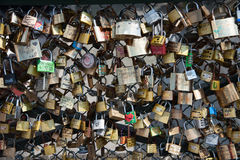 Serrures sur le pont de Pont des Arts, Paris, France Photos libres de droits