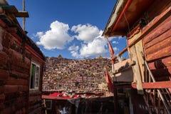 Serthar ståndsmässigt buddistiskt hus Royaltyfria Foton