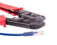 Sertisseur avec le câble bleu photo stock