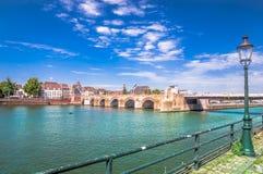 Servatius bro över Meuset River i Masstricht - Nederländerna royaltyfria foton