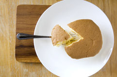 Serve Sponge Cake On Wooden Board Royalty Free Stock Photography