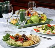 Servead dell'alimento alla tabella Fotografia Stock