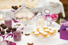 Served festive candy bar table with cupcakes Royalty Free Stock Photography