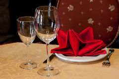 Served table in a restaurant with a tablecloth, napkins, crockery and cutlery. Royalty Free Stock Photos