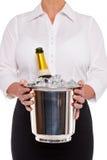 Serveerster met de fles van Champagne in de emmer van het Ijs Stock Afbeeldingen