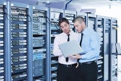 server för enineersnätverkslokal Arkivbild
